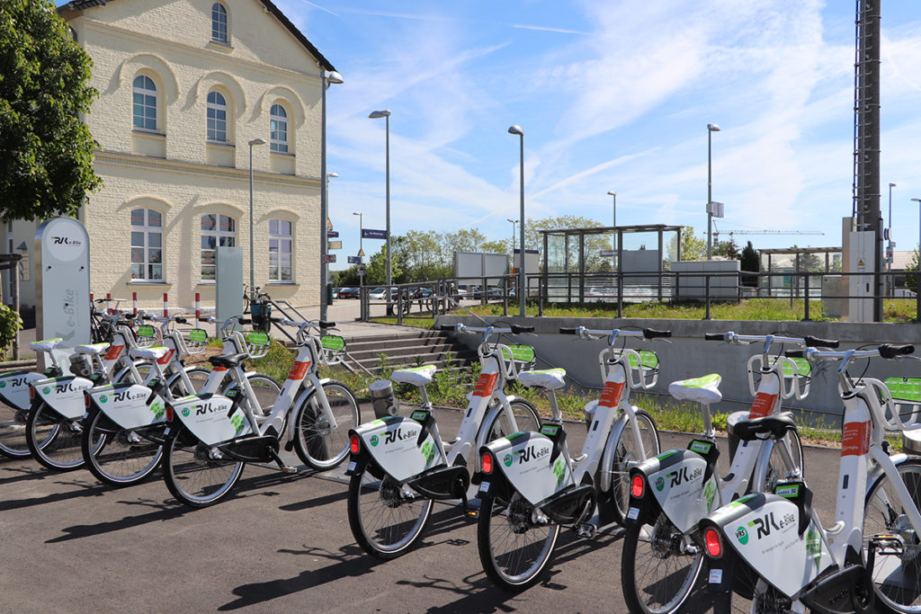 Eine e-Bike-Verleihstation der RVK am Bahnhof Weilerswist im Kreis Euskirchen. (Foto: Regionalverkehr Köln GmbH)