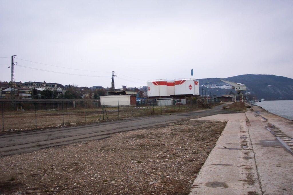 Noch vor 20 Jahren prägten an gleicher Stelle Industrieanlagen und Hafennutzung das Bild. (Foto: SGD Nord)